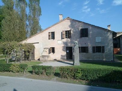 https://upload.wikimedia.org/wikipedia/commons/thumb/9/98/Giuseppe_Verdi_casa_natale.jpg/1280px-Giuseppe_Verdi_casa_natale.jpg